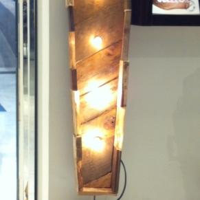 letras personalizadas con luces y madera