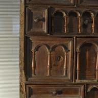 precioso bargueño de madera, antes de ser restaurado