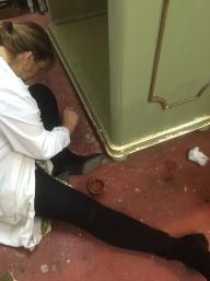 alumnos trabajando en clases de restauración